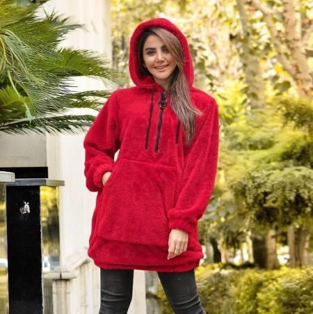 تیپ دخترانه با هودی سرخ آبی در ایران